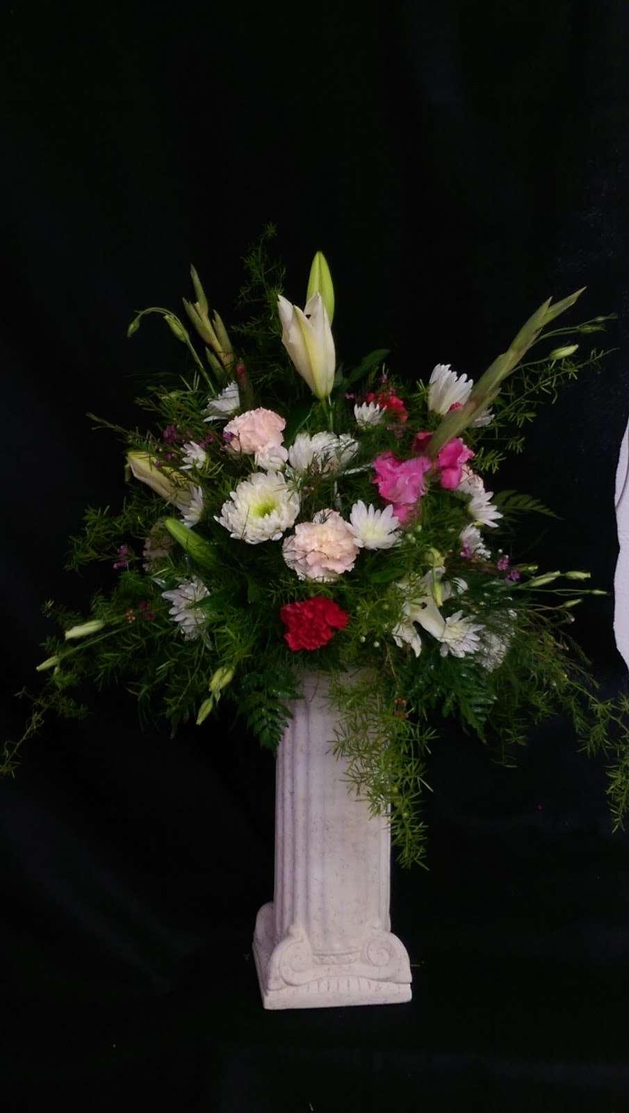 Main Street Flowers - florist    Photo 2 of 4   Address: 10 N 7th St, Crisfield, MD 21817, USA   Phone: (410) 968-0907