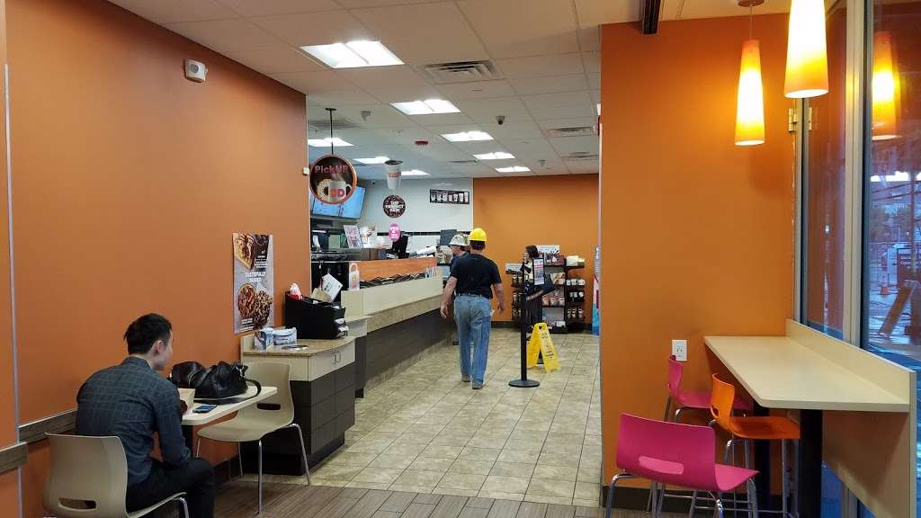 Dunkin Donuts - cafe  | Photo 2 of 10 | Address: 500 Ave at Port Imperial, Weehawken, NJ 07086, USA | Phone: (201) 766-1432
