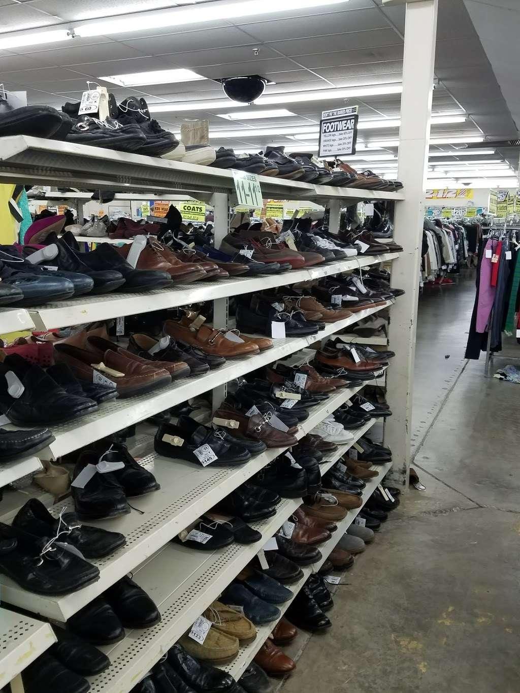 Name Brand Clothing - clothing store    Photo 9 of 10   Address: 8800 Marshall Dr, Shawnee Mission, KS 66215, USA   Phone: (913) 859-9898
