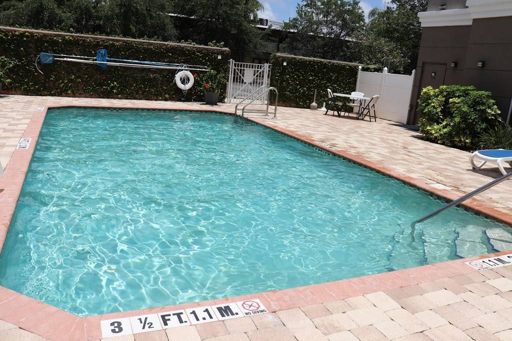 Holiday Inn Express & Suites Clearwater/US 19 N - lodging  | Photo 3 of 8 | Address: 2580 Gulf to Bay Blvd, Clearwater, FL 33765, USA | Phone: (727) 797-6300