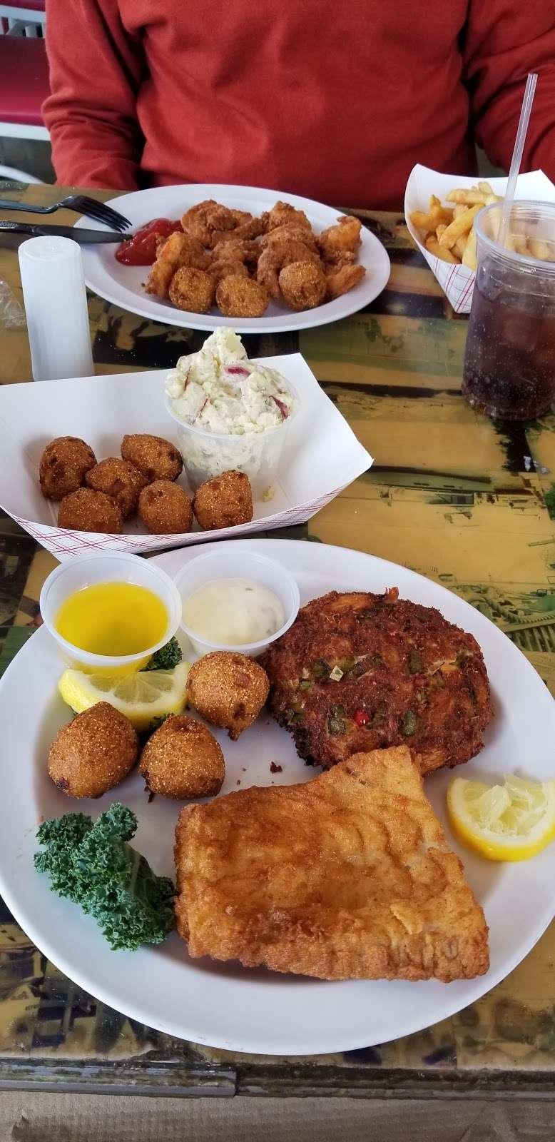 Tims Rivershore Restaurant and Crabhouse - restaurant  | Photo 9 of 10 | Address: 1510 Cherry Hill Rd, Dumfries, VA 22026, USA | Phone: (703) 441-1375