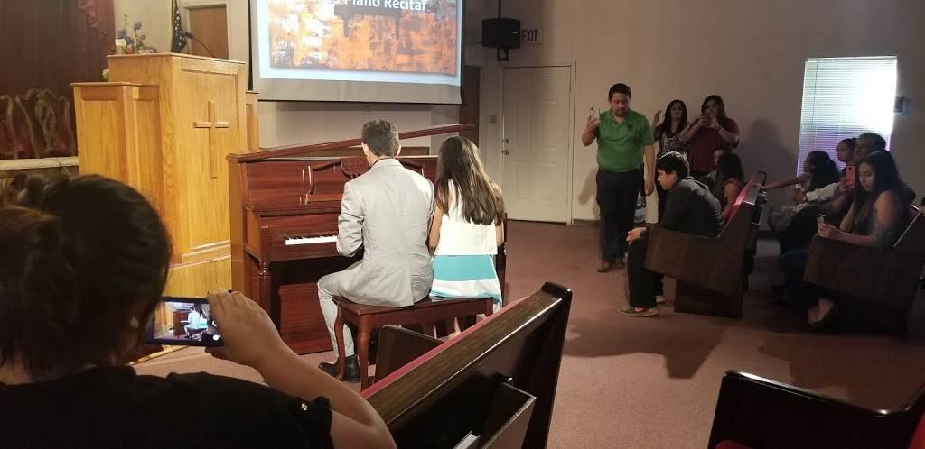 Iglesia Adventista del Séptimo Día - church  | Photo 1 of 8 | Address: 3108 Columbia Dr, Laredo, TX 78046, USA | Phone: (956) 645-0793