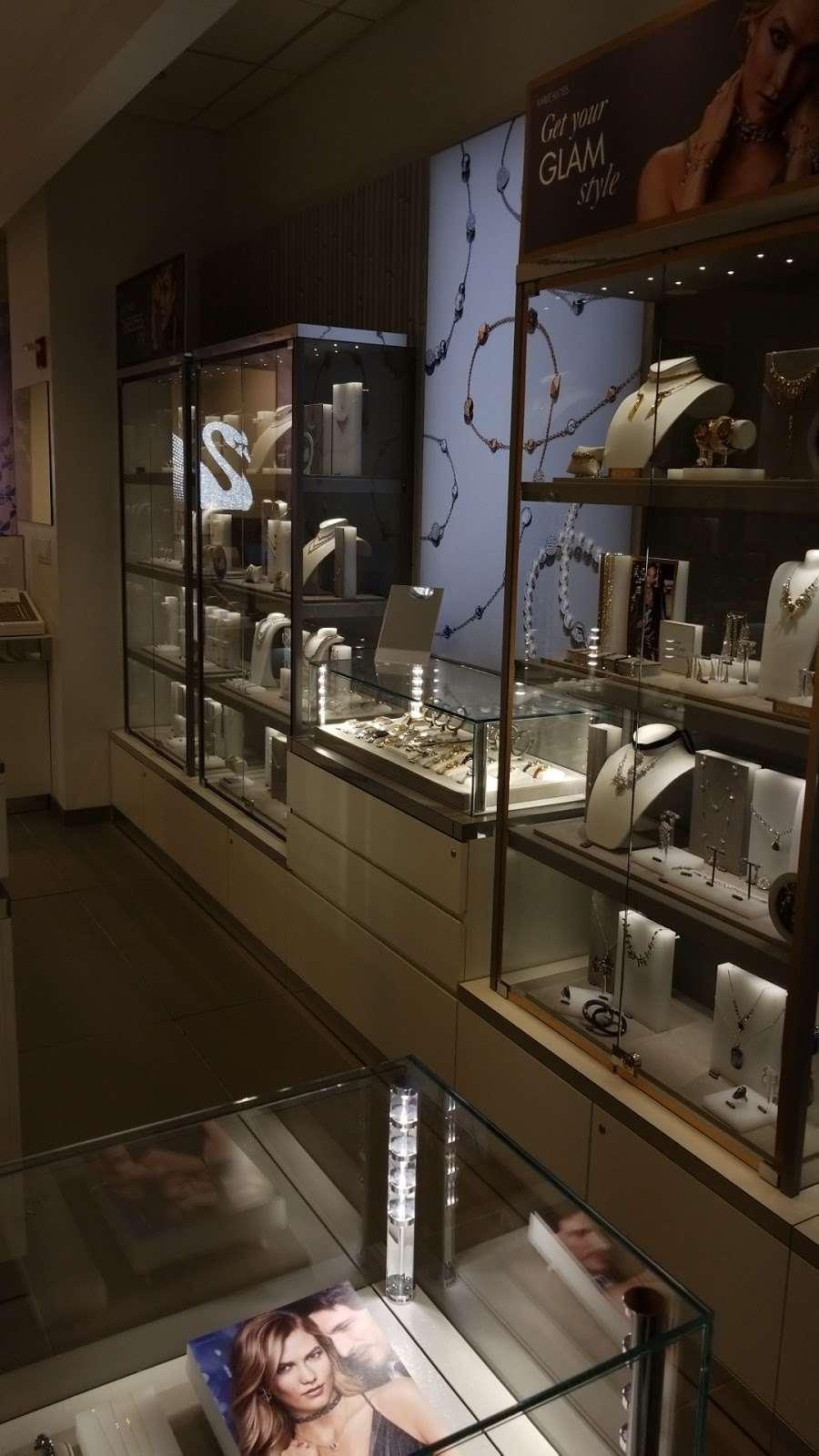 SWAROVSKI - jewelry store  | Photo 5 of 5 | Address: La Guardia Airport Delta Terminal C, East Elmhurst, NY 11371, USA | Phone: (929) 202-4092