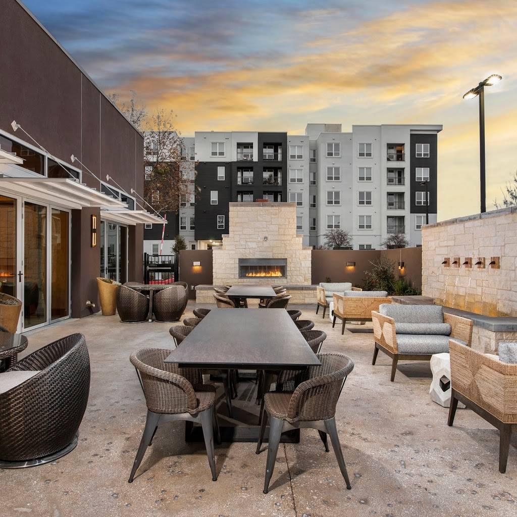 DoubleTree by Hilton San Antonio Northwest - lodging  | Photo 1 of 10 | Address: 6809 N Loop 1604 W, San Antonio, TX 78249, USA | Phone: (210) 690-0300