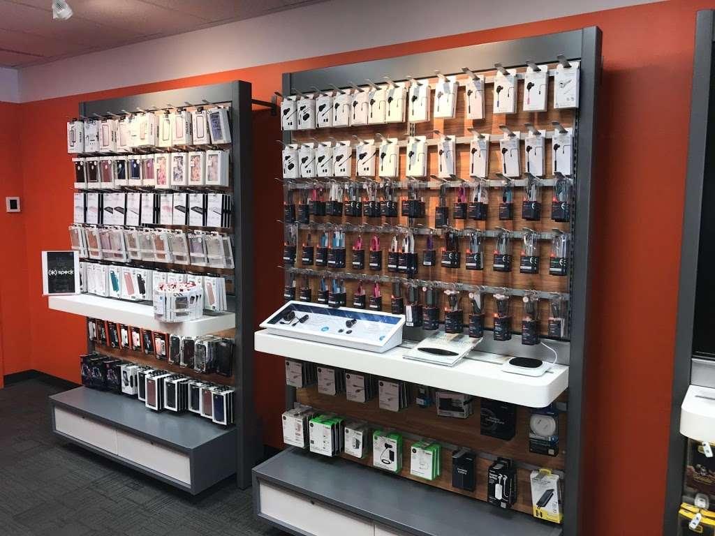 AT&T - electronics store    Photo 7 of 10   Address: 6707 18th Ave, Brooklyn, NY 11204, USA   Phone: (347) 533-4704