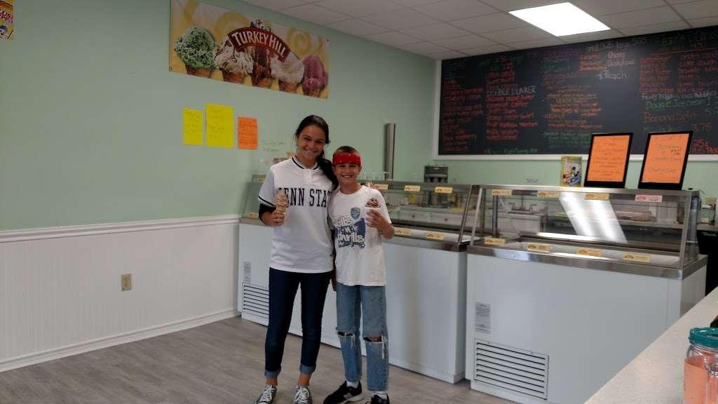 Maxs Ice Cream Shack - store  | Photo 10 of 10 | Address: 202 W 3rd St, Mifflinville, PA 18631, USA | Phone: (570) 520-4237