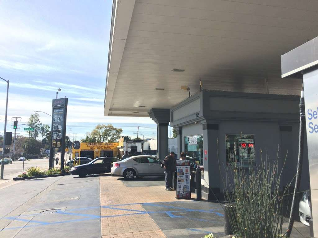 United Oil - gas station  | Photo 5 of 10 | Address: 705 N Eastern Ave, Los Angeles, CA 90063, USA | Phone: (800) 429-0702