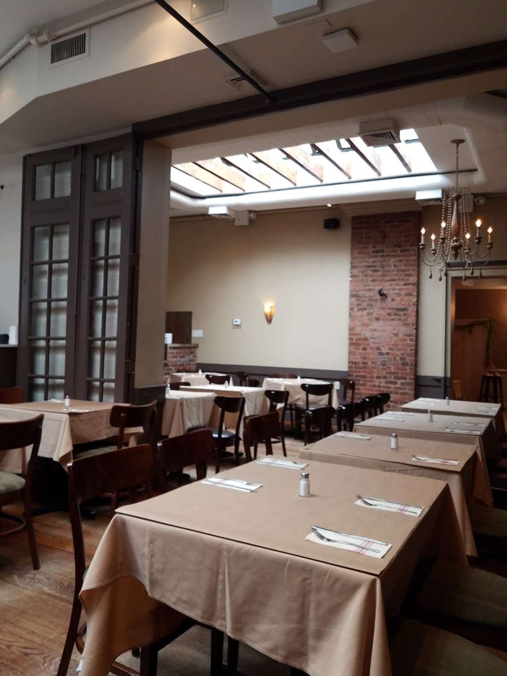 Dees - restaurant  | Photo 1 of 10 | Address: 107-23 Metropolitan Ave, Forest Hills, NY 11375, USA | Phone: (888) 488-3337