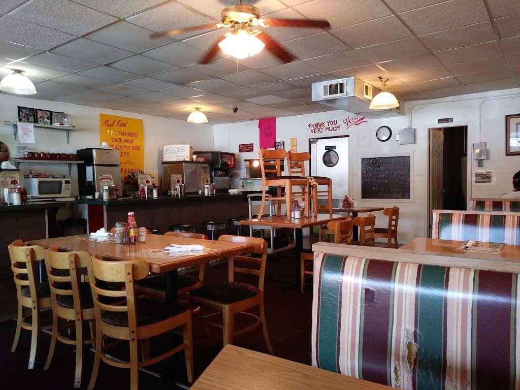 Kings Table Soul Food - restaurant    Photo 5 of 10   Address: 3626, 5932 Prospect Ave, Kansas City, MO 64130, USA   Phone: (816) 444-0779