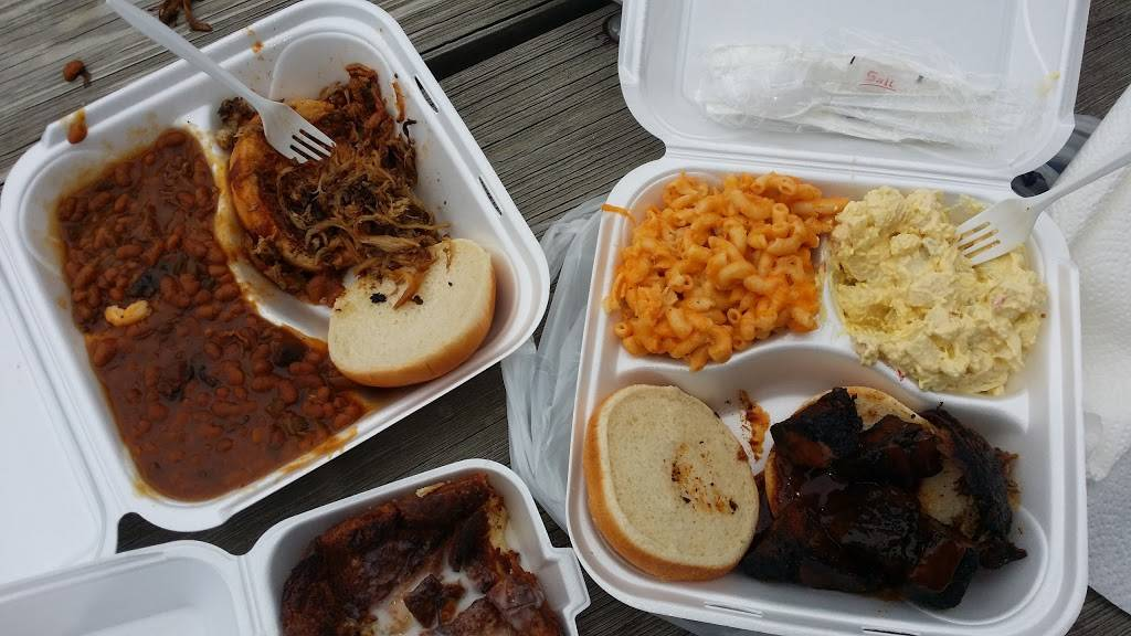 Red Door BBQ - restaurant  | Photo 3 of 9 | Address: 177 S Cypress Ave, Columbus, OH 43223, USA | Phone: (614) 557-7469