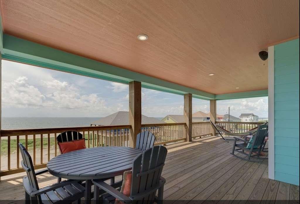 Nautibeach Cottage - lodging  | Photo 2 of 4 | Address: 1129 Blue Water Dr, Crystal Beach, TX 77650, USA
