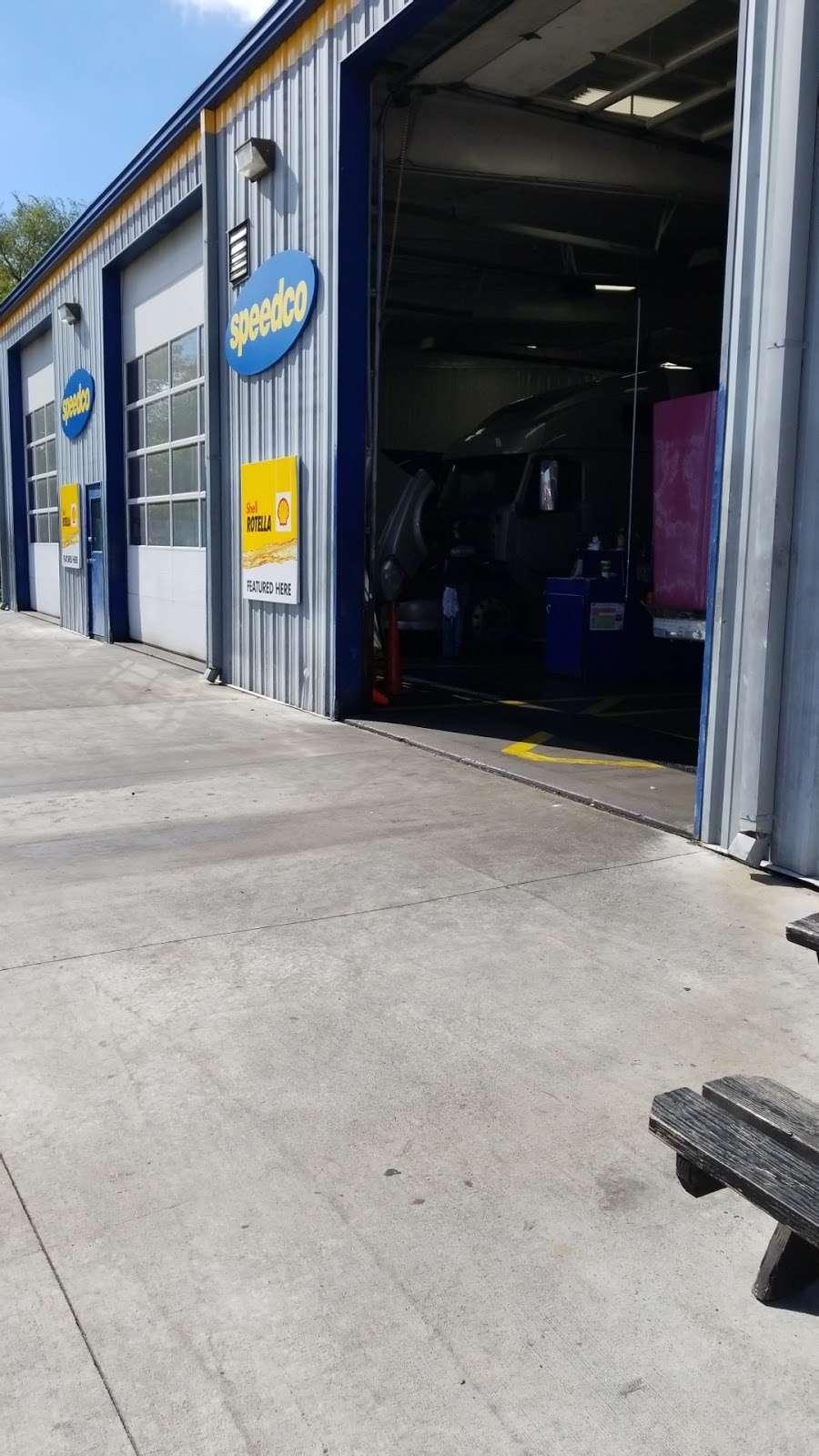 Speedco Truck Lube and Tires - car repair  | Photo 8 of 10 | Address: 301 SE 4th St, Oak Grove, MO 64075, USA | Phone: (816) 690-8717