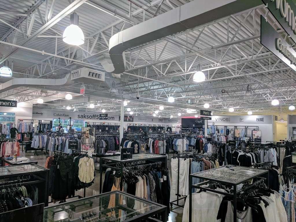 Saks OFF 5TH - department store  | Photo 8 of 10 | Address: 1650 Premium Outlet Blvd #1600, Aurora, IL 60502, USA | Phone: (331) 212-3950