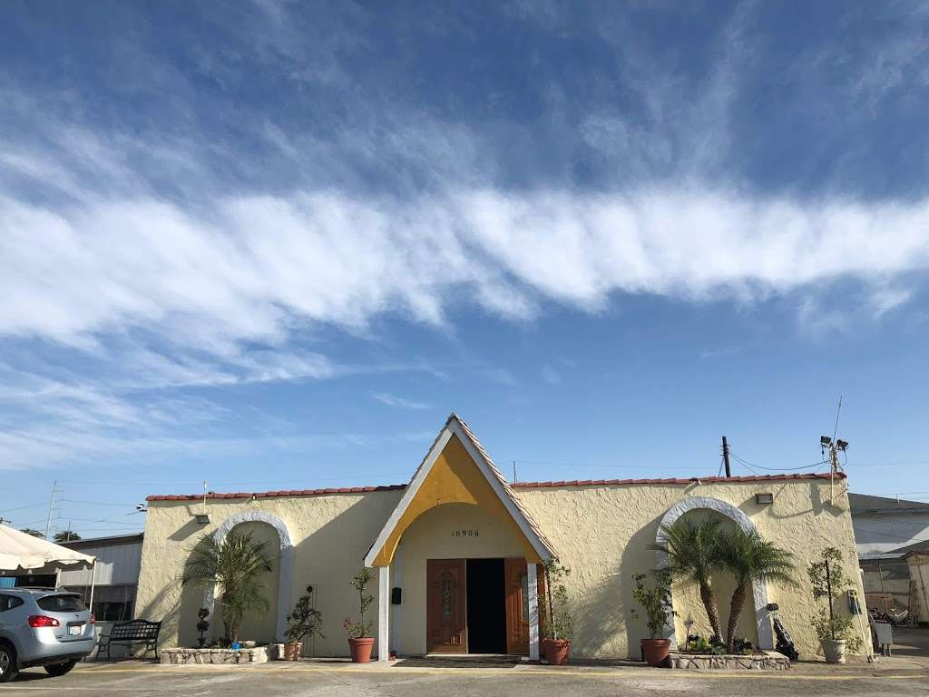 Asamblea Apostolica Amor Viviente - church  | Photo 4 of 10 | Address: 10900 S Inglewood Ave, Lennox, CA 90304, USA | Phone: (310) 671-4546