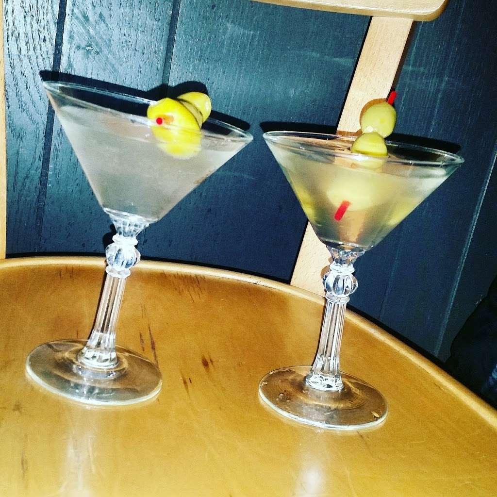 Pauls Bar & Bowling - bowling alley  | Photo 2 of 10 | Address: 377 Crooks Ave, Paterson, NJ 07503, USA | Phone: (973) 278-1982