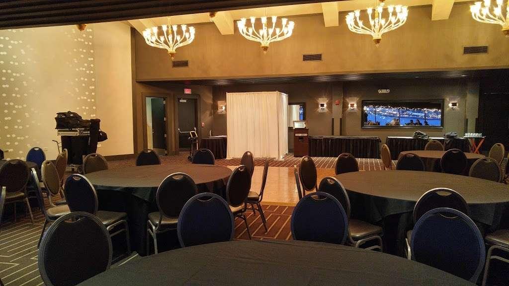 Chart House - restaurant  | Photo 6 of 10 | Address: Lincoln Harbor Pier D-T, Weehawken, NJ 07086, USA | Phone: (201) 348-6628