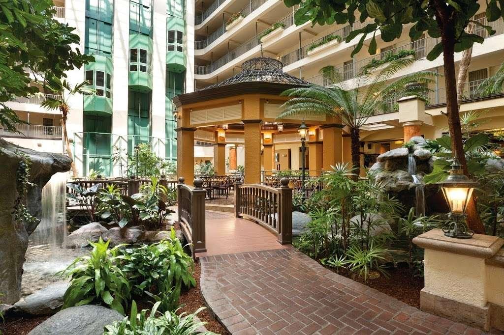Embassy Suites by Hilton Santa Ana Orange County Airport - lodging  | Photo 6 of 10 | Address: 1325 E Dyer Rd, Santa Ana, CA 92705, USA | Phone: (714) 241-3800