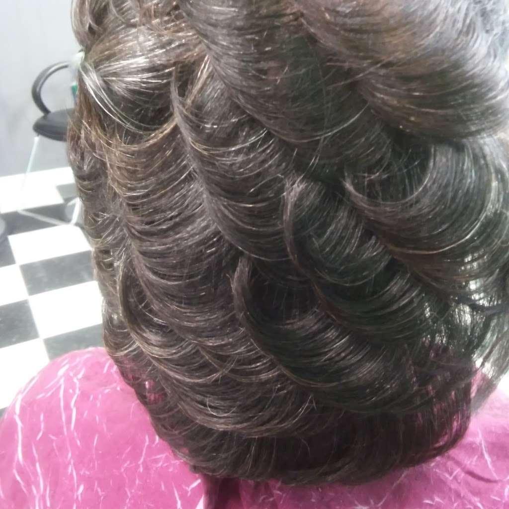Hair Season Hair Salon and barber - hair care    Photo 6 of 10   Address: 6331 S Kings Hwy A, Alexandria, VA 22306, USA   Phone: (703) 768-6865