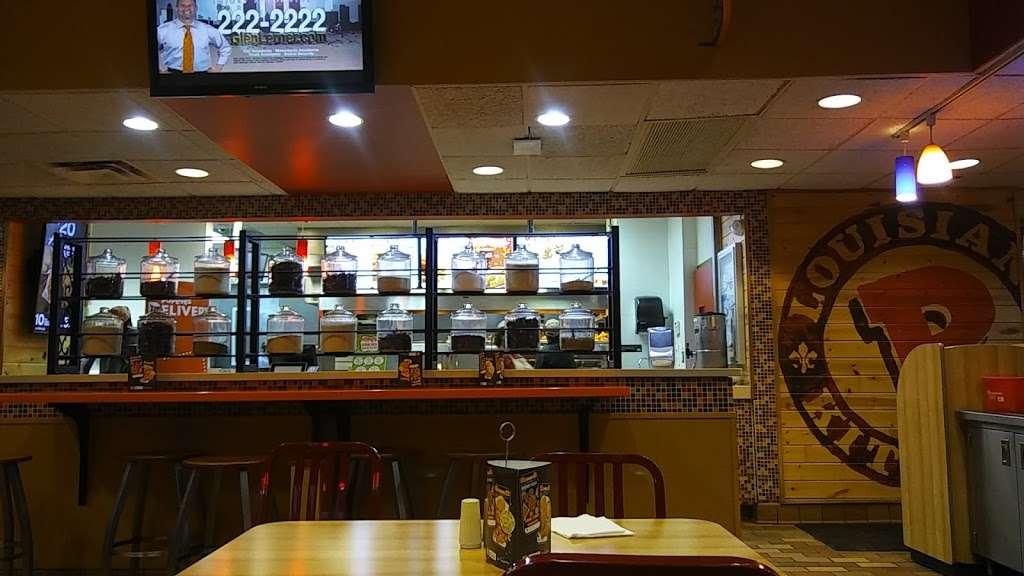 Popeyes Chicken - restaurant  | Photo 5 of 10 | Address: 610 Madison St, Oak Park, IL 60302, USA | Phone: (708) 524-1022