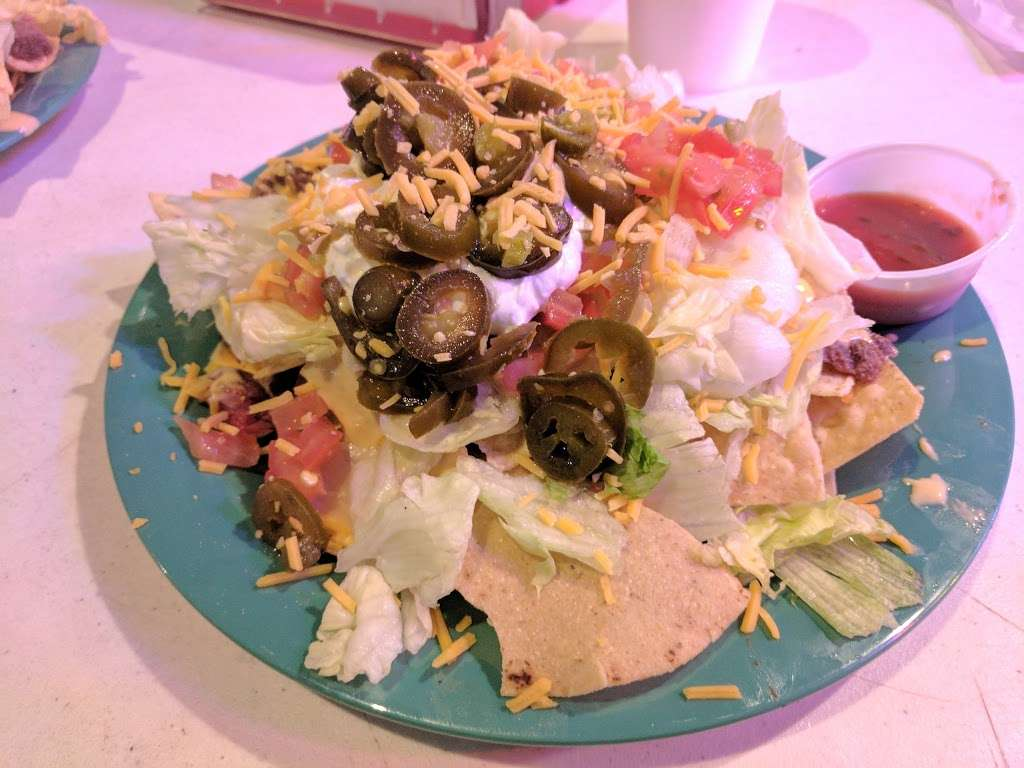 Tiki Beach Bar & Grill - restaurant  | Photo 2 of 10 | Address: 1369 State Hwy 87, Crystal Beach, TX 77650, USA | Phone: (409) 684-9594