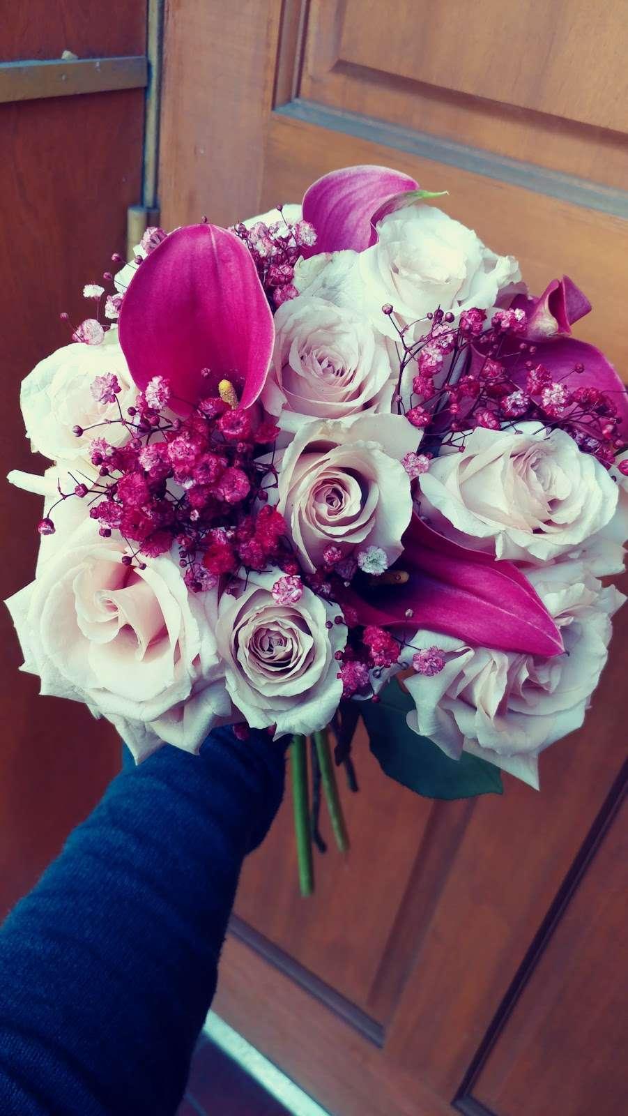 Jerome Florist & Gifts - florist    Photo 3 of 10   Address: 3724 E Tremont Ave, Bronx, NY 10465, USA   Phone: (718) 931-9440