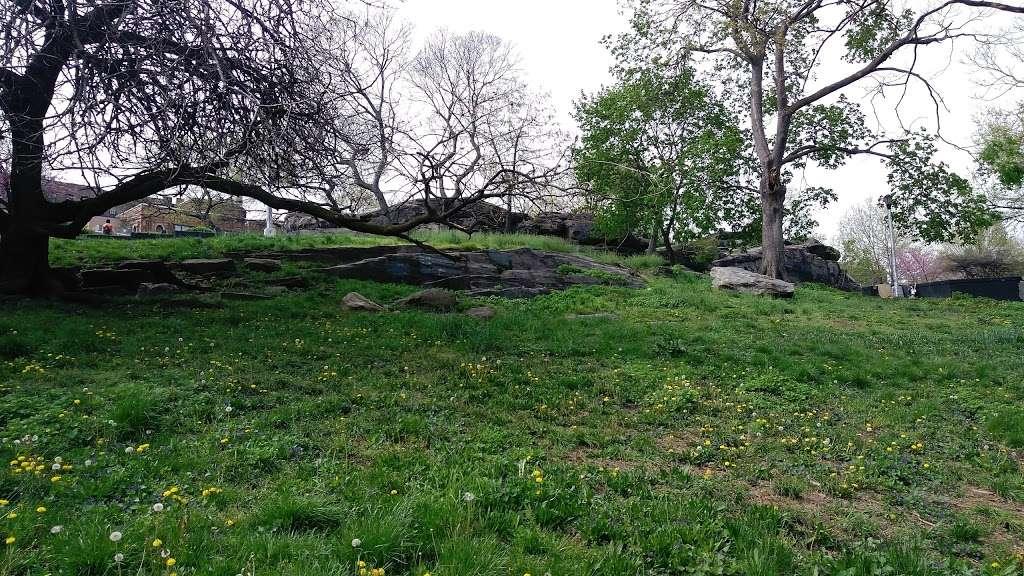 OBrien Oval - park  | Photo 4 of 10 | Address: 396 E Tremont Ave, Bronx, NY 10457, USA | Phone: (212) 639-9675