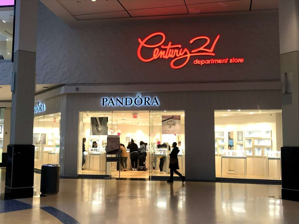 PANDORA Jewelry - jewelry store    Photo 1 of 9   Address: 1107 Green Acres Rd S #103, Valley Stream, NY 11581, USA   Phone: (516) 654-6440