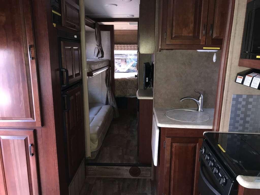 Trailer City East - car repair  | Photo 2 of 10 | Address: 1100 East Jericho Turnpike, Commack, NY 11725, USA | Phone: (631) 864-9494