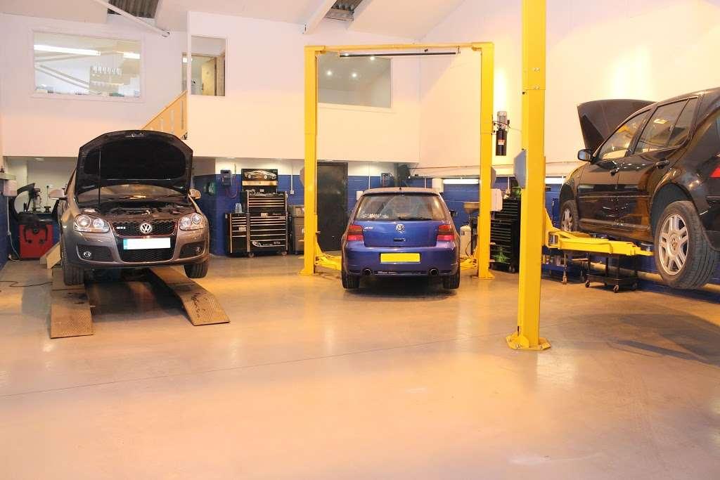VGS Volkswagen Group Specialist - car repair    Photo 7 of 10   Address: Unit 1a, Layhams Farm, Layhams Rd, Keston BR2 6AR, UK   Phone: 01959 575214