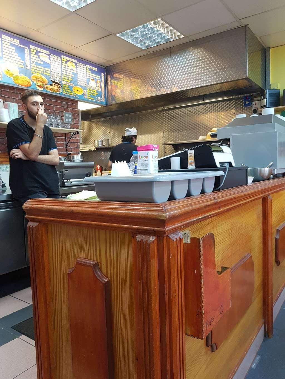 Ruxley Cafe - cafe  | Photo 1 of 8 | Address: 172 Ruxley La, Epsom KT19 9HA, UK | Phone: 020 8974 2387