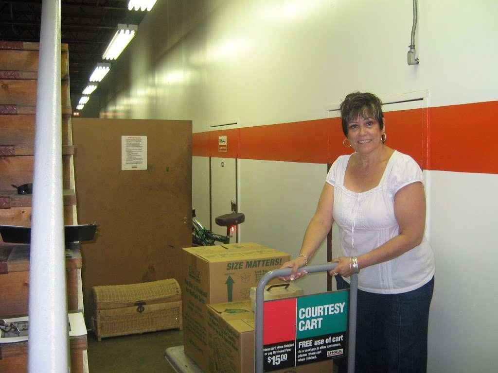 U-Haul Moving & Storage of South Park - moving company    Photo 4 of 10   Address: 1826 SW Military Dr, San Antonio, TX 78221, USA   Phone: (210) 922-3666