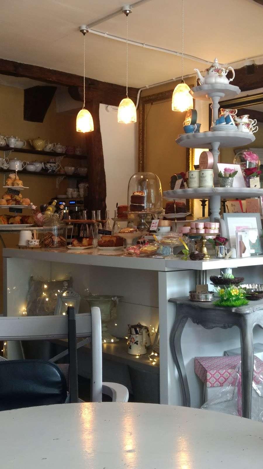 Lamingtons - cafe    Photo 9 of 10   Address: 25 High St, Bletchingley, Redhill RH1 4PB, UK   Phone: 07751 405020