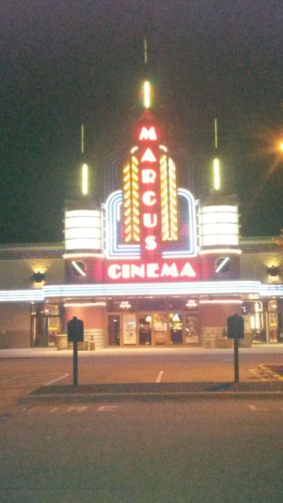 Marcus Ridge Cinema - movie theater  | Photo 5 of 10 | Address: 5200 S Moorland Rd, New Berlin, WI 53151, USA | Phone: (262) 797-0889