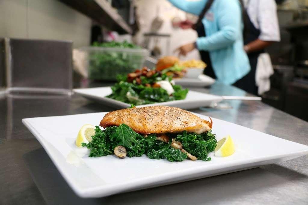 Ocean View Bar & Grill - restaurant  | Photo 9 of 10 | Address: 710 Camino Del Mar, Del Mar, CA 92014, USA | Phone: (858) 755-1501