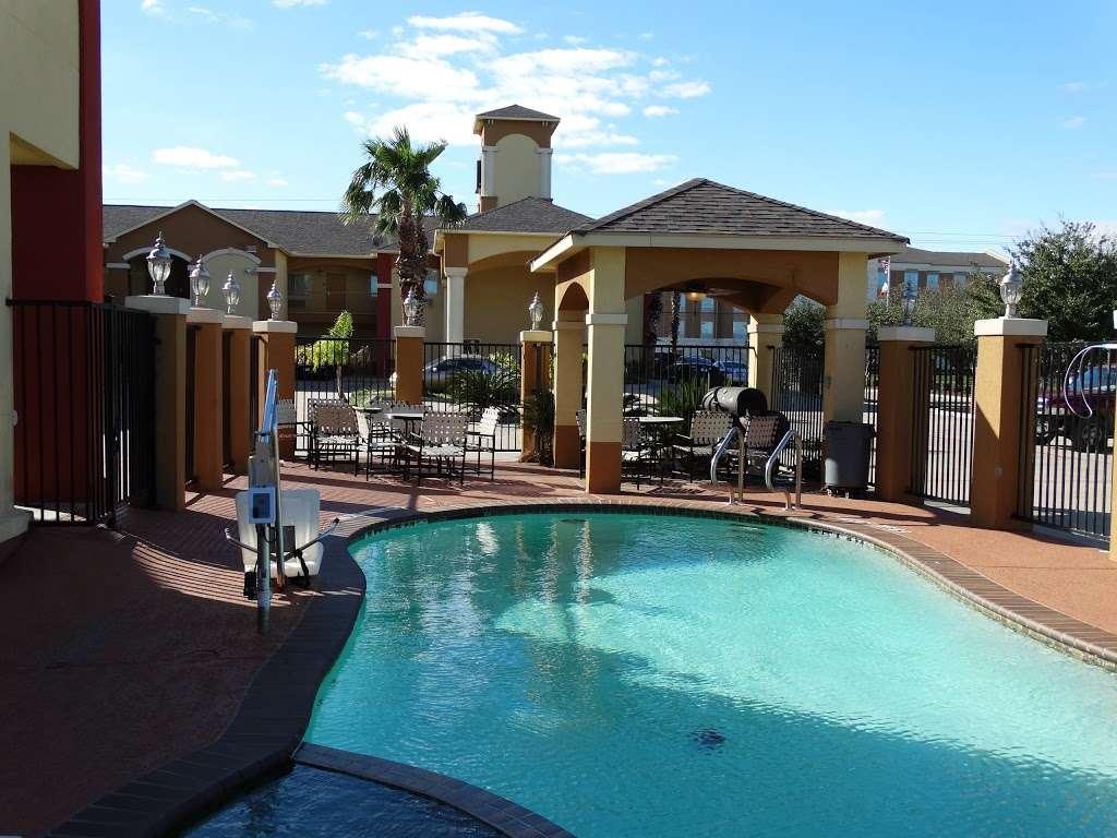 Americas Best Value Inn - lodging  | Photo 1 of 10 | Address: 7420 Garth Rd, Baytown, TX 77521, USA | Phone: (281) 837-5560