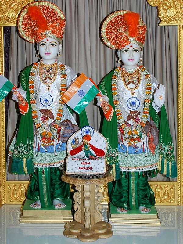 BAPS Shri Swaminarayan Mandir - hindu temple  | Photo 4 of 10 | Address: 2000 Tonnelle Ave, North Bergen, NJ 07047, USA | Phone: (201) 865-6555