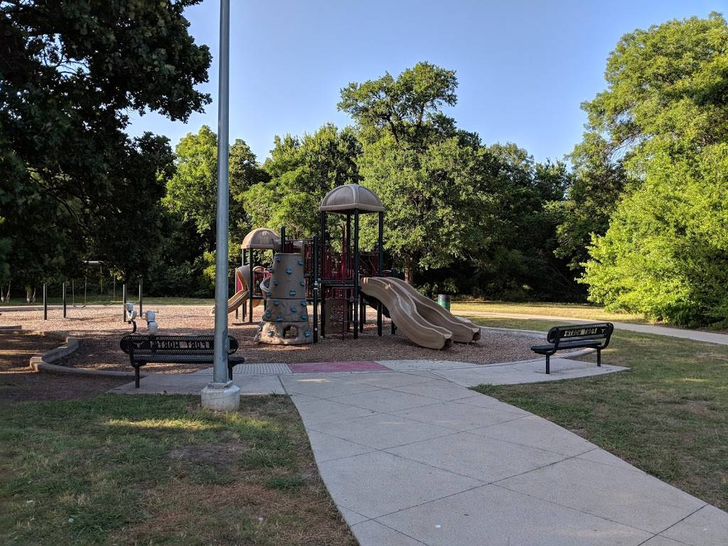 Oakmont Park - park  | Photo 3 of 8 | Address: 7000 Bellaire Dr S, Fort Worth, TX 76132, USA | Phone: (817) 392-5700