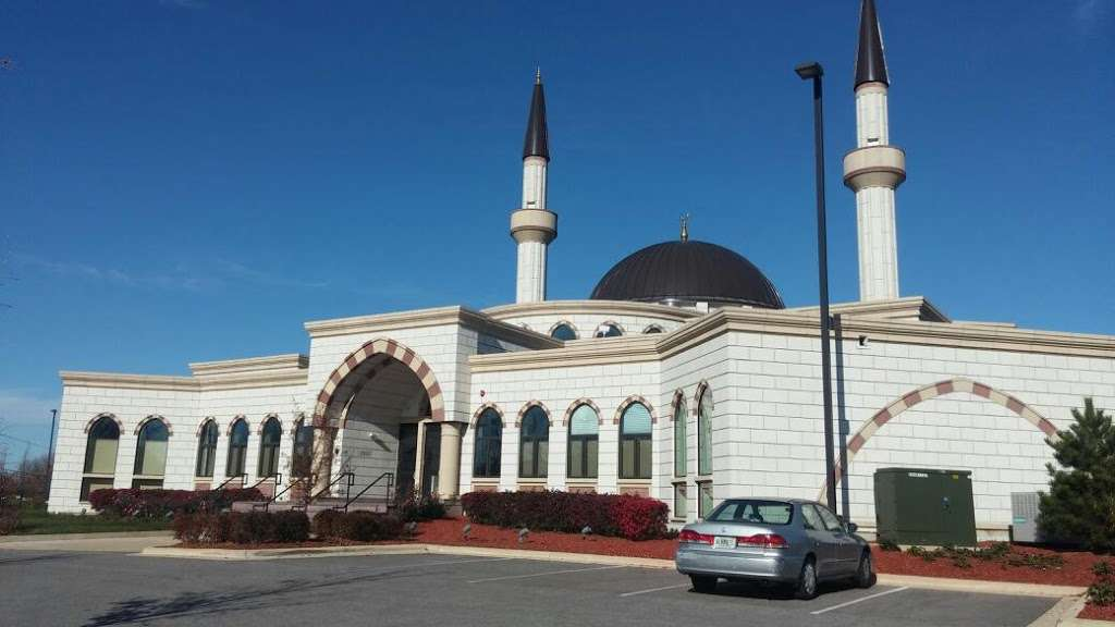Masjid Darussalam - mosque  | Photo 3 of 10 | Address: 21W525 North Ave, Lombard, IL 60148, USA | Phone: (630) 360-2373