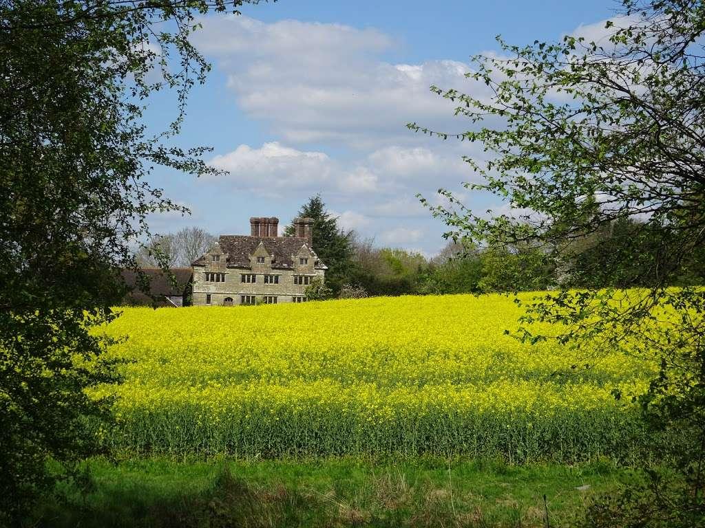 Gulledge Farmhouse - museum  | Photo 2 of 10 | Address: East Grinstead RH19 1TX, UK