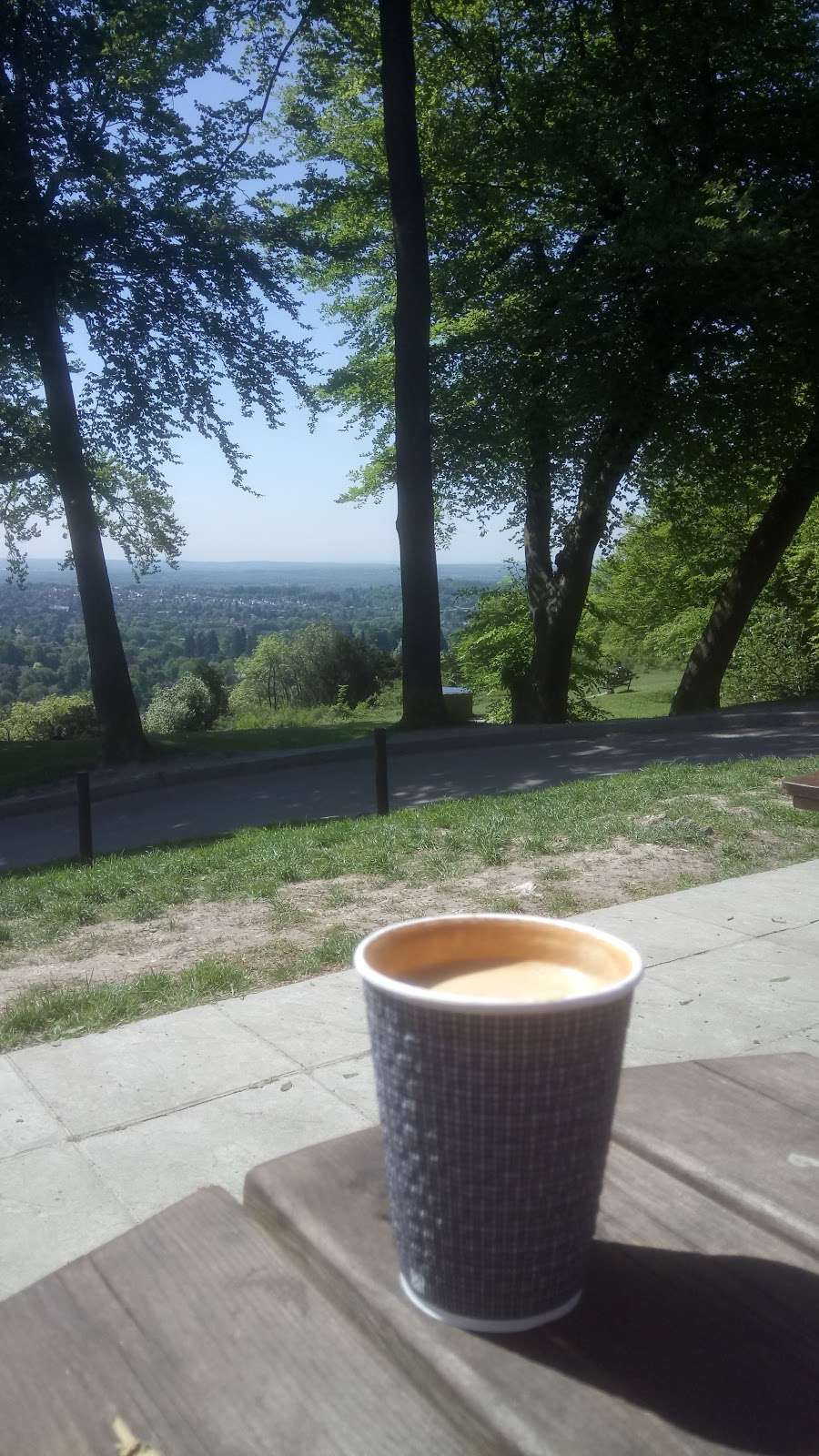 Reigate Hill Tea Room - cafe  | Photo 2 of 10 | Address: Car Park, Reigate Hill Park, Wray Ln, Reigate RH2 0HX, UK