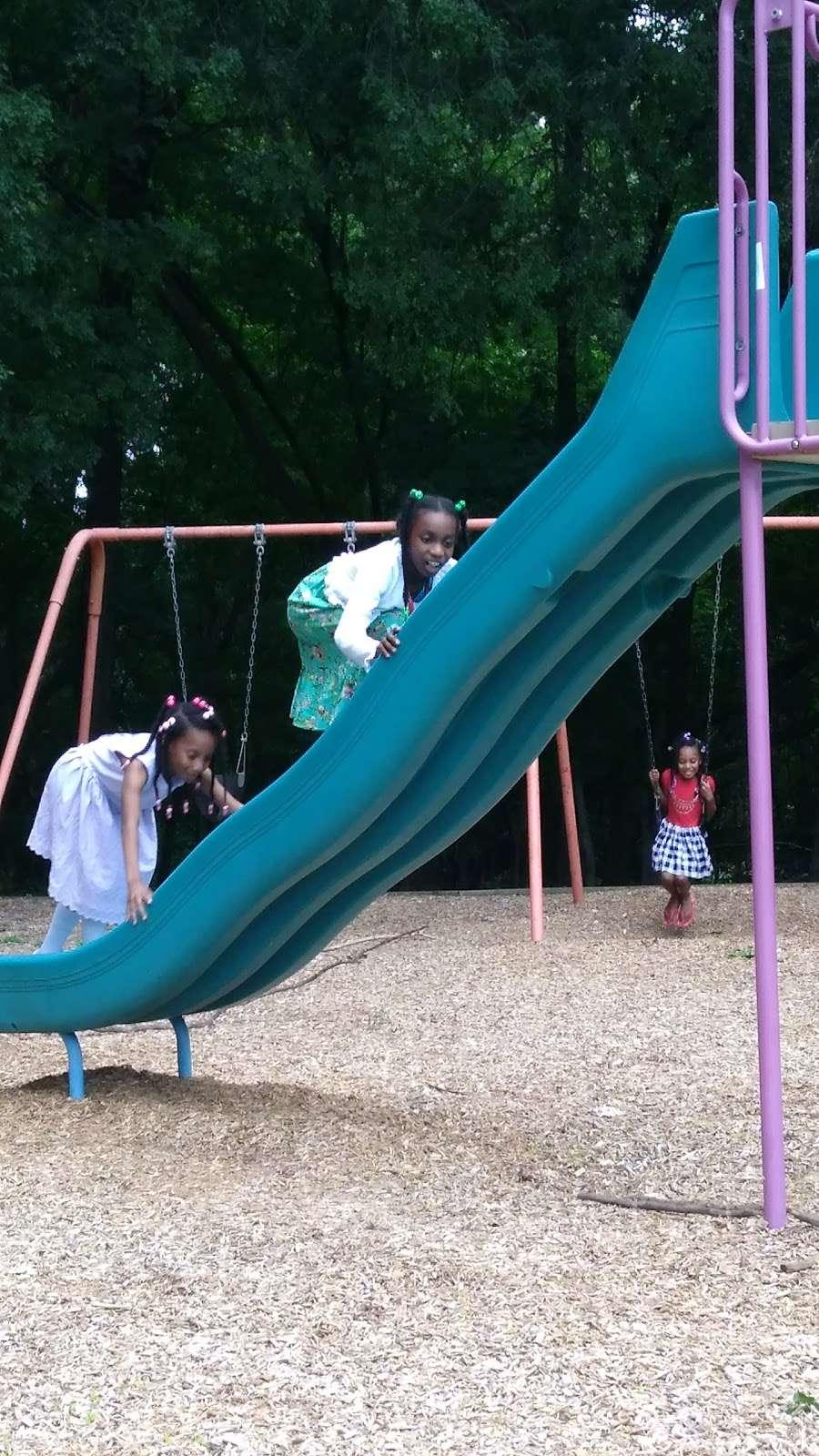 Riverview Recreation Center - park  | Photo 4 of 10 | Address: Fort Washington, MD 20744, USA