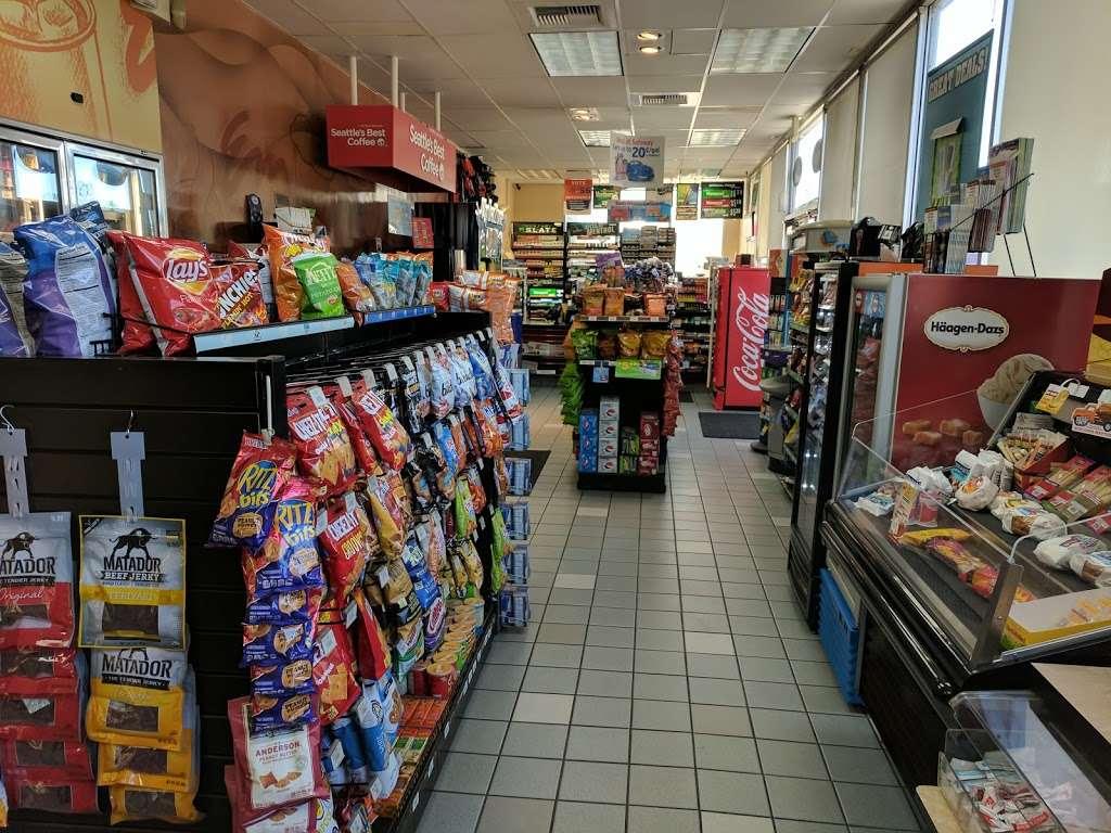 Chevron - gas station  | Photo 6 of 8 | Address: 2990 Travis Blvd, Fairfield, CA 94533, USA | Phone: (707) 427-2990
