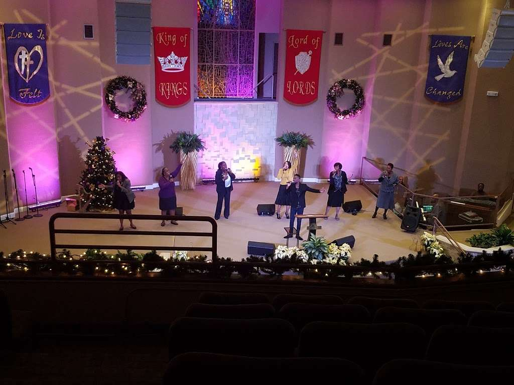 Southern Saint Paul Church - church  | Photo 4 of 10 | Address: 4678 W Adams Blvd, Los Angeles, CA 90016, USA | Phone: (323) 731-2703