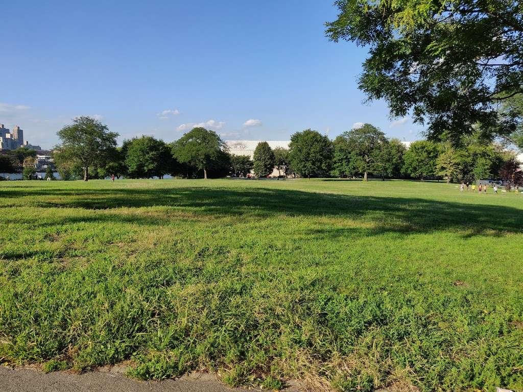 Rainey Park - park  | Photo 3 of 10 | Address: Vernon Blvd, Astoria, NY 11106, USA | Phone: (212) 639-9675