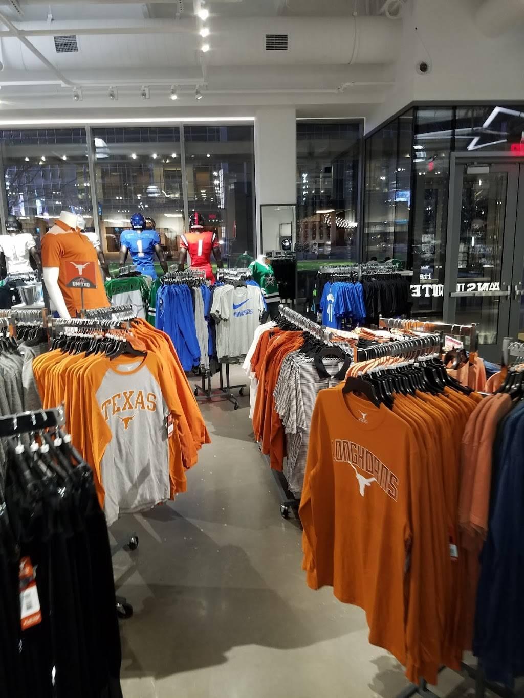 Fans United - Frisco - clothing store  | Photo 6 of 9 | Address: 5 Cowboys Way, Frisco, TX 75034, USA | Phone: (972) 497-4050