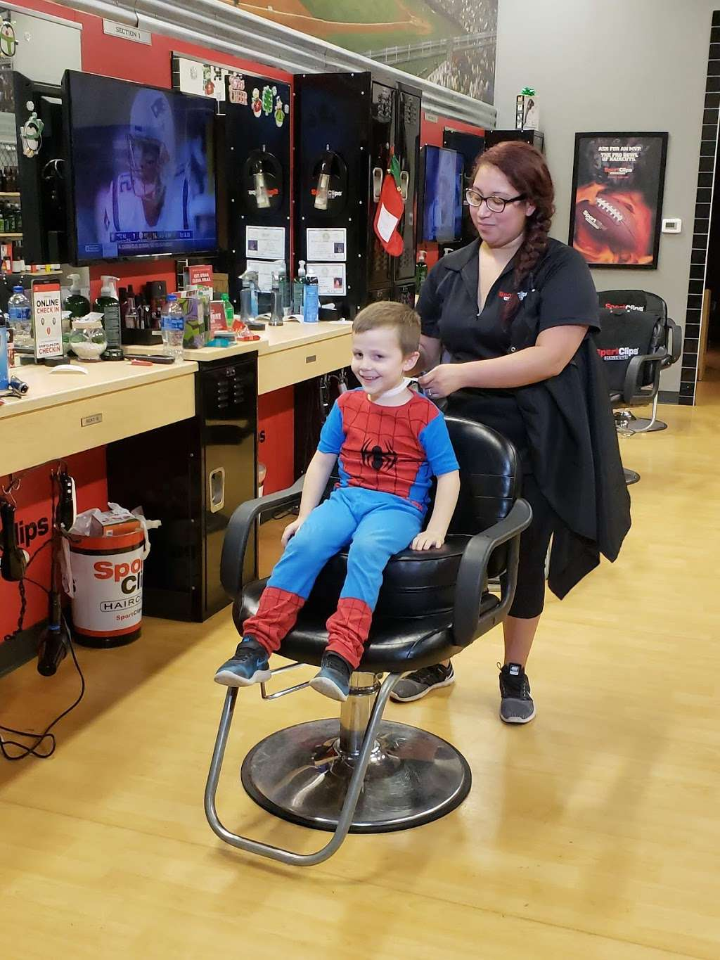 Sport Clips Haircuts of Alvin Center - hair care    Photo 4 of 7   Address: 252 N Bypass 35 Suite B, Alvin, TX 77511, USA   Phone: (281) 585-9600