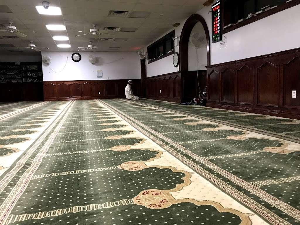 Baitul Mamur Masjid & Community Center - mosque  | Photo 7 of 10 | Address: 1033 Glenmore Ave, Brooklyn, NY 11208, USA | Phone: (718) 437-5702