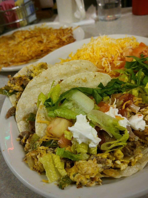Oswego Family Restaurant - restaurant  | Photo 6 of 10 | Address: 69 Main St, Oswego, IL 60543, USA | Phone: (630) 554-0340