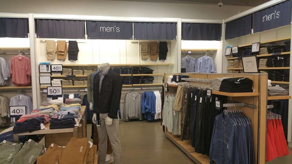 Gap Outlet - clothing store    Photo 2 of 10   Address: 17600 Collier Ave, Lake Elsinore, CA 92530, USA   Phone: (951) 245-6003