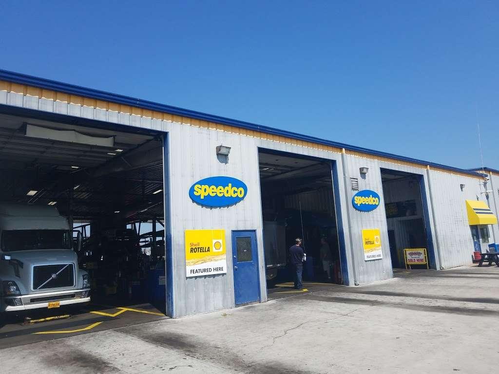 Speedco Truck Lube and Tires - car repair  | Photo 2 of 10 | Address: 301 SE 4th St, Oak Grove, MO 64075, USA | Phone: (816) 690-8717